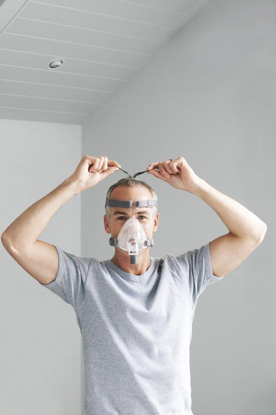 Simplus Full Face Mask for Fisher & Paykel in a Man trying it