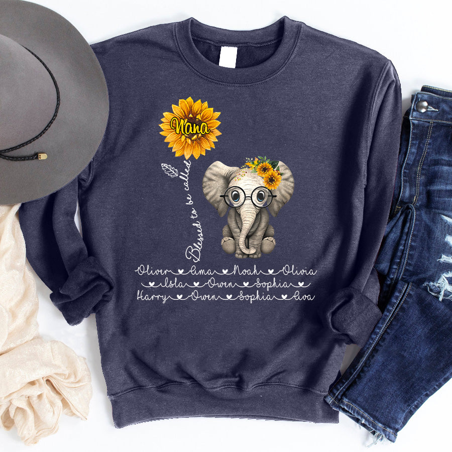Blessed to be called Grandma - Mom Cute Elephant Sunflower Personalized T-shirt Mug Perfect gift for Mom Grandma APGM007