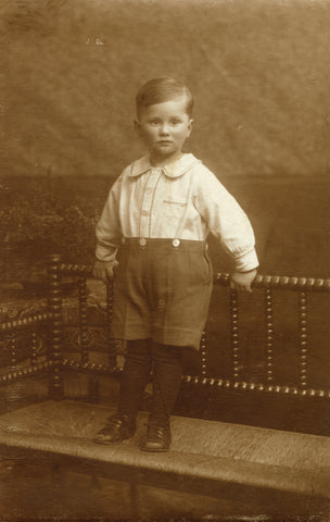 A photograph of a young Alfred Peet