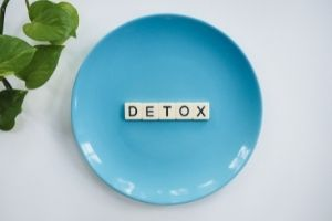 a plate with the word detox on it