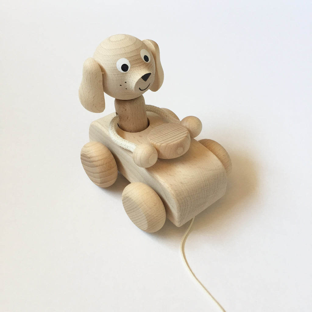 WOODEN PULL ALONG BOBBING HEAD DOG