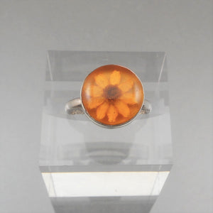 Vintage Mexican Artisan Ring - Lucite Encased Natural Flower in a Sterling Silver Setting - Size 6 3/4