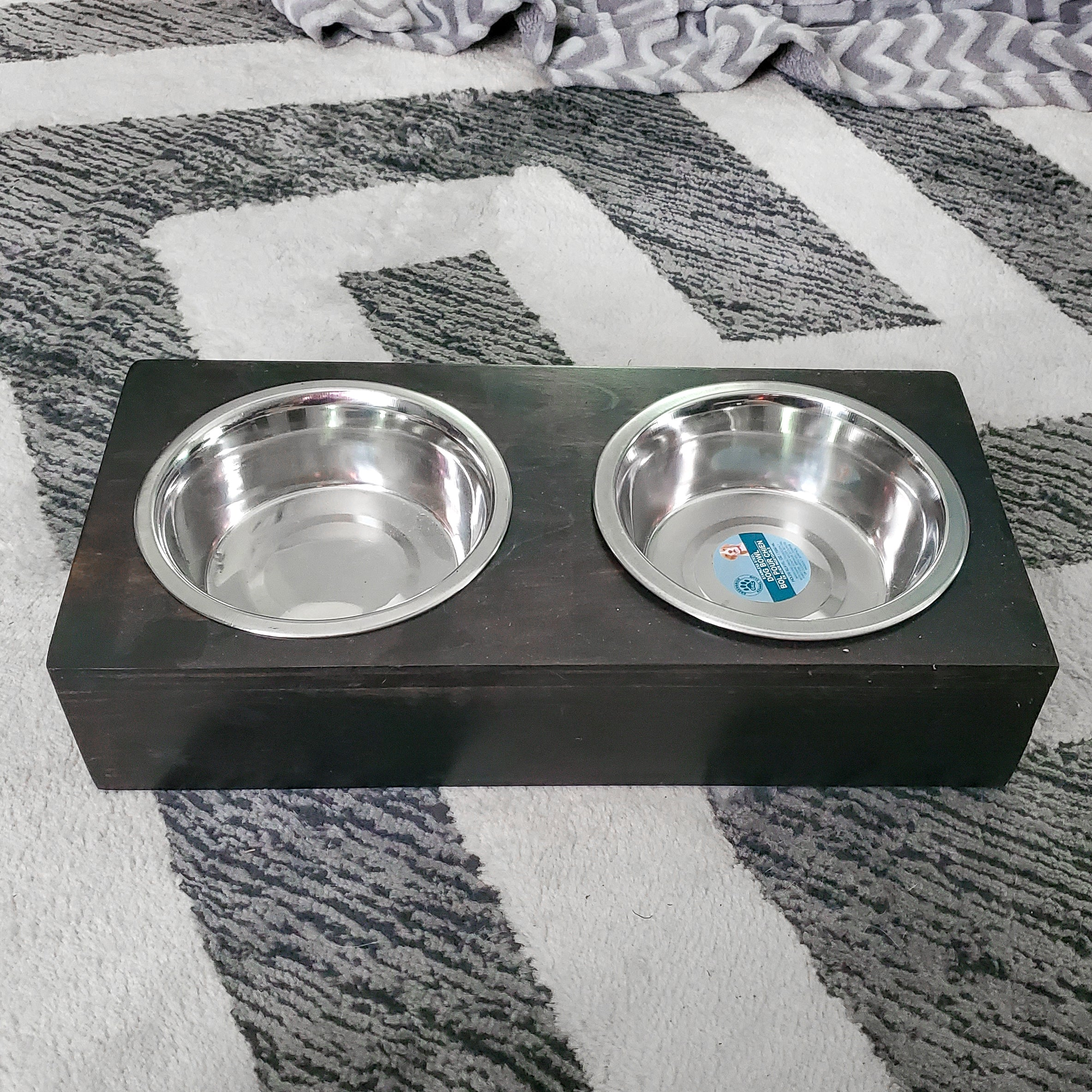 Elevated Dog Feeding Stand