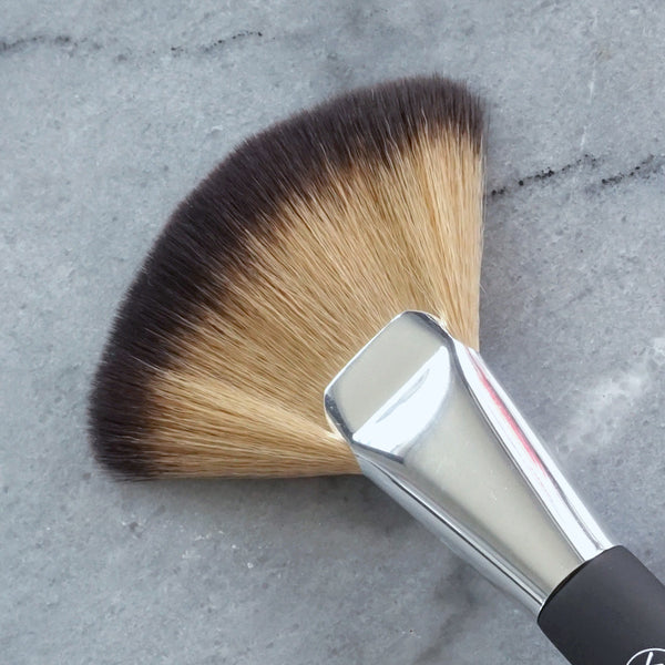 Contour Fan Brush