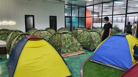 """Tents for factory workers under """"3-on-the-spot"""