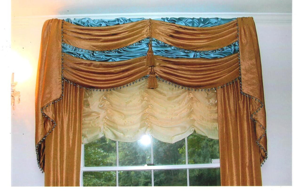 Traditional cornice and shade & Curtain Couture