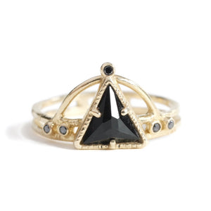 Power Triangle Ring -Noir -Size: 6.5