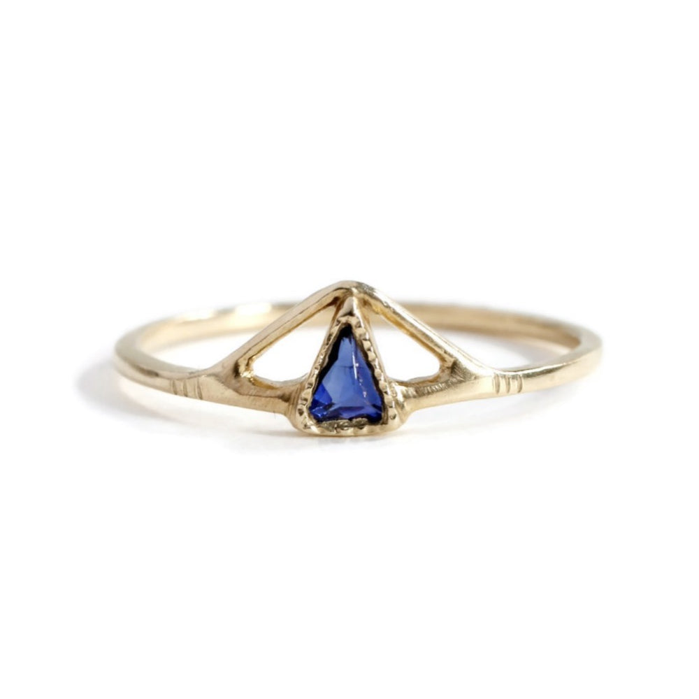 Load image into Gallery viewer, Pointed Pyramid Blue Sapphire Ring