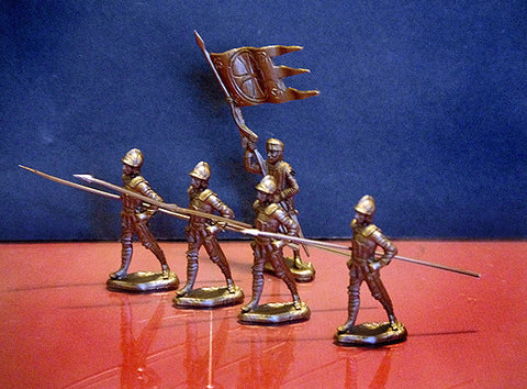 REAMSA CRUSADER KNIGHTS in Gold Color Plastic in the Marching pose with 1 flag bearer. 5 Toy Soldiers Total