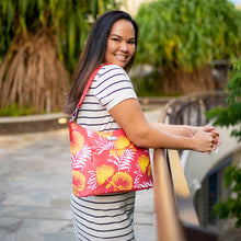 Load image into Gallery viewer, Hobo Bag Sara Lehua Red
