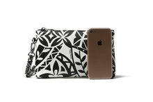 Load image into Gallery viewer, Wristlet Melody Tapa Black