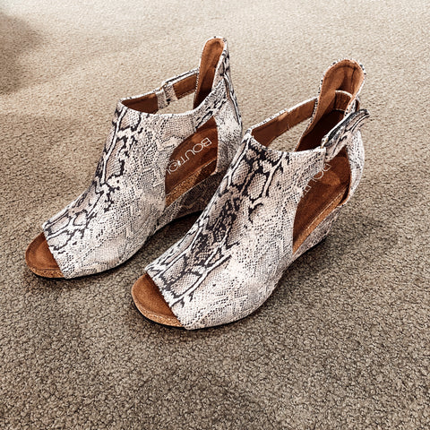 Sunburst Black Snake Skin Wedges