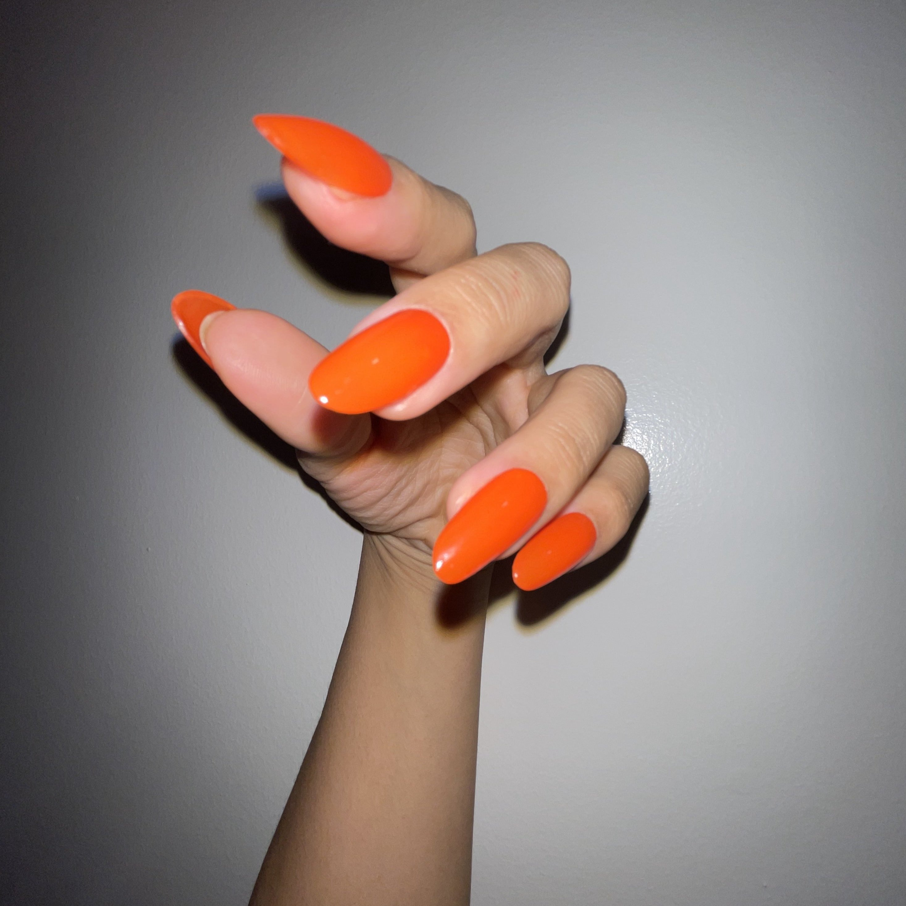 "march pressies: solo in ""electric orange"" by CND"