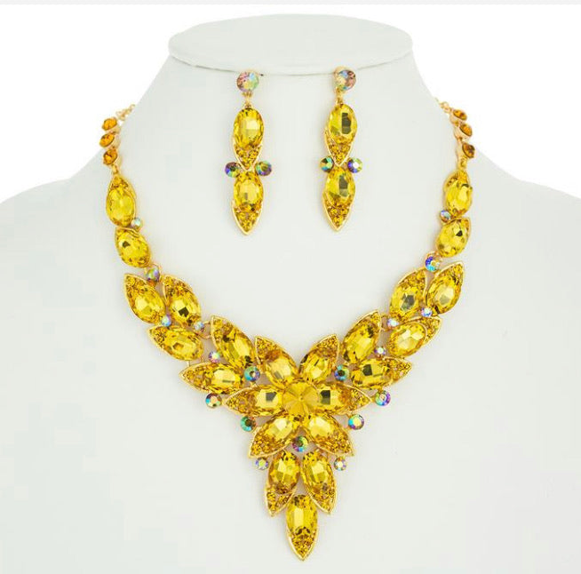 GLAM - Exquisitely Beautiful Necklace Set (Yellow Gold)