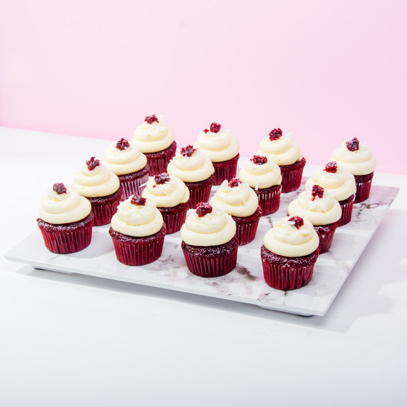 16 Cupcakes - Red Carpet Diva - CakeRush