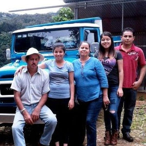 Costa Rica Tarrazou family of the coffee farm