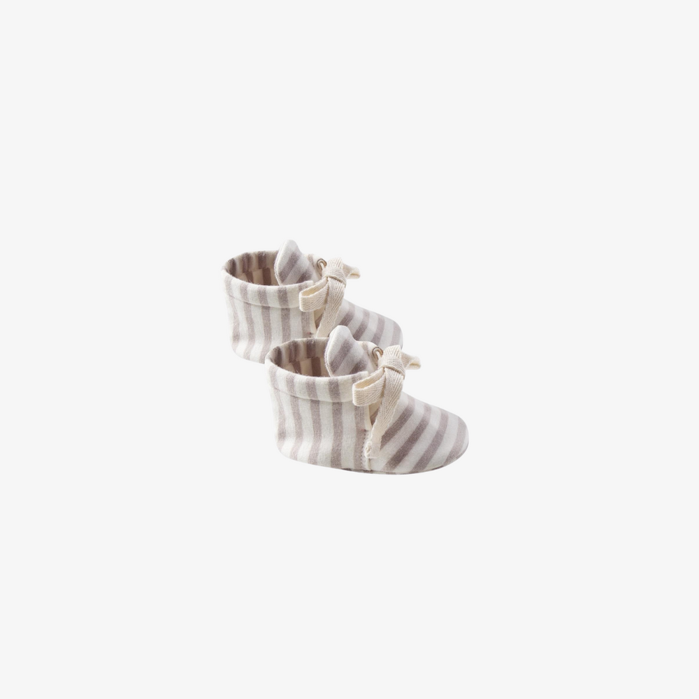 Quincy Mae Baby Booties in Fog Stripe