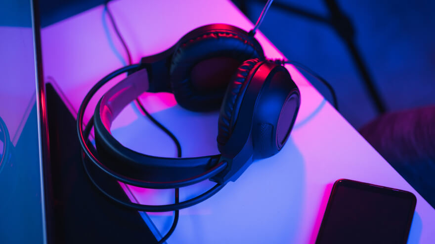 Wired video game headphones on a gamer desk
