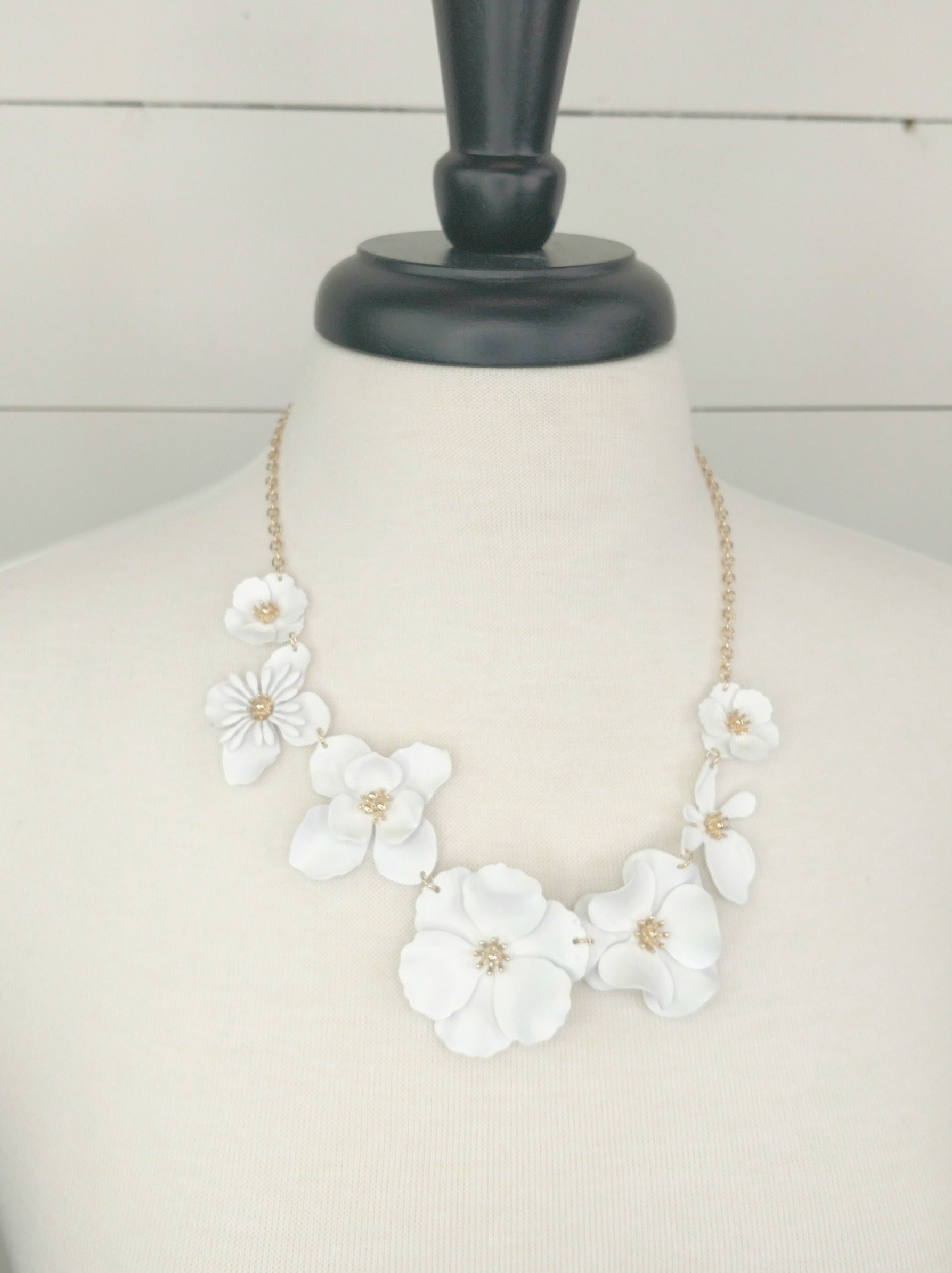 White Blossom Necklace