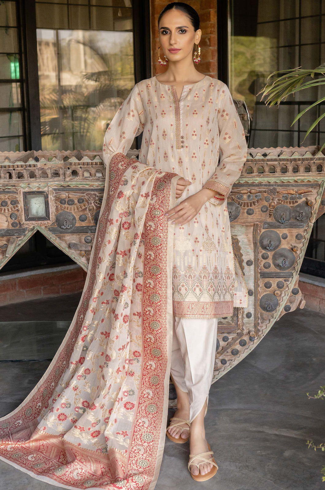 Unstitched 3 Piece Yarn Dyed Jacquard Suit