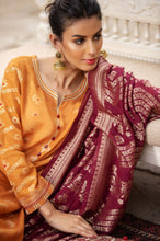 Load image into Gallery viewer, Unstitched 3 Piece Jacquard Suit with Jacquard Dupatta