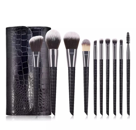 Make Up Pinsel Set mit Tasche in Krokoptik Schwarz bei Kariah-Beauty.de