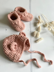 Knitted bonnet with ears, Clay