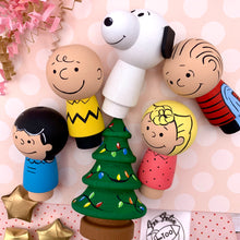 Load image into Gallery viewer, Charlie Brown and Peanuts Peg Dolls
