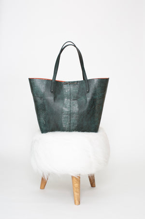 Wren & Roch - the Rise tote on white stool