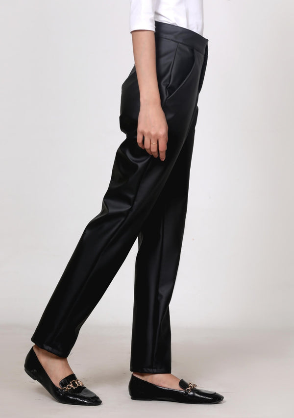 Straight Pant in Faux Leather - black