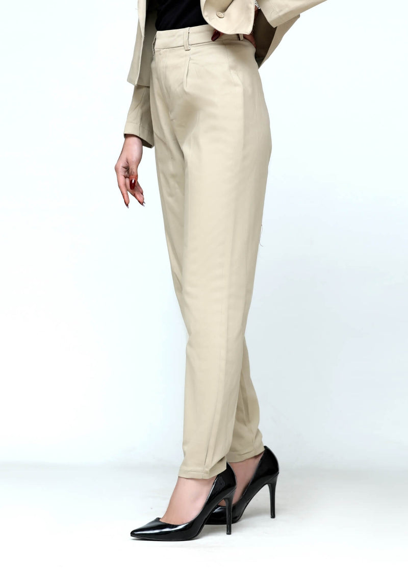 Darted pant in beige