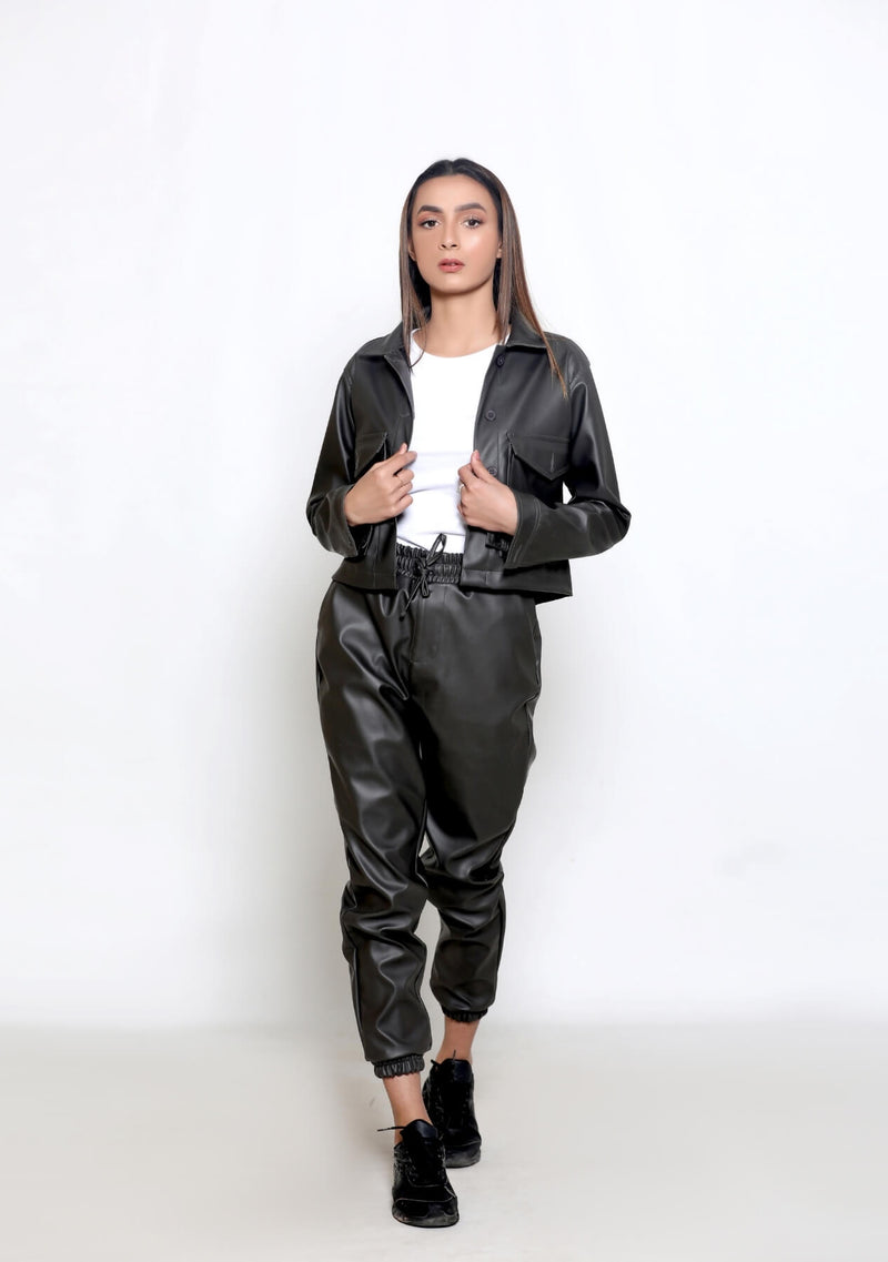 Cropped Jacket in Faux Leather - grey