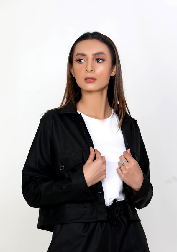 Cropped Jacket in Faux Leather - black