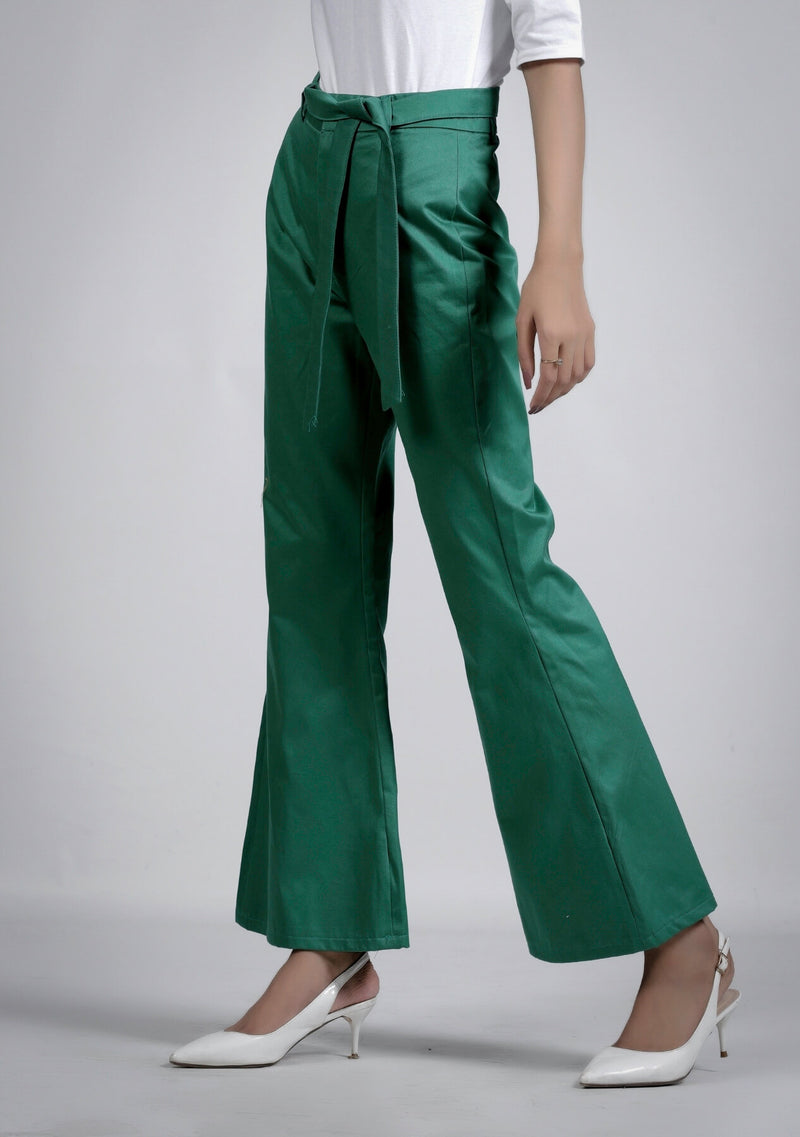 Flared pant in parrot green