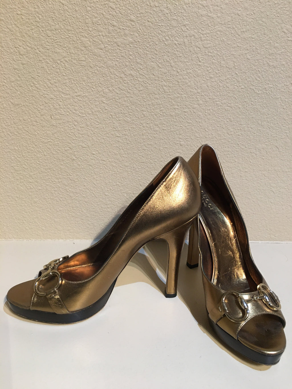 Gucci Metallic Horsebit Peep Toe Pump: Size 8