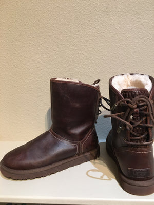 UGG Shearling Ankle Boot: Size 8
