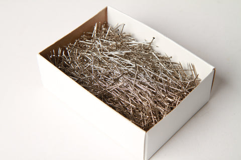 Box of straight pins size 17
