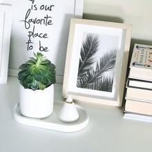 Load image into Gallery viewer, Oval concrete tray/organiser (white colour)
