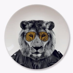 WILD DINING - LARRY LION