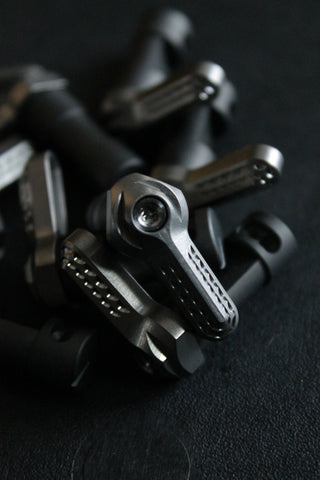 V SEVEN TITANIUM RIGHT HAND SELECTORS