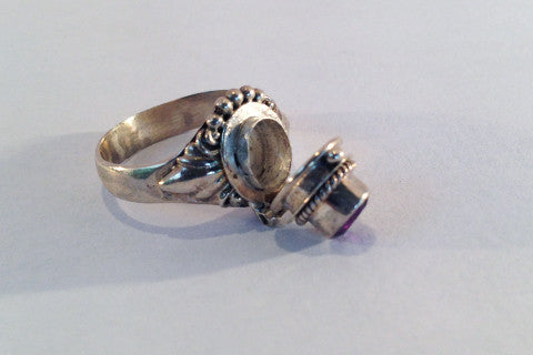 Bali philigre Amethyst poison ring