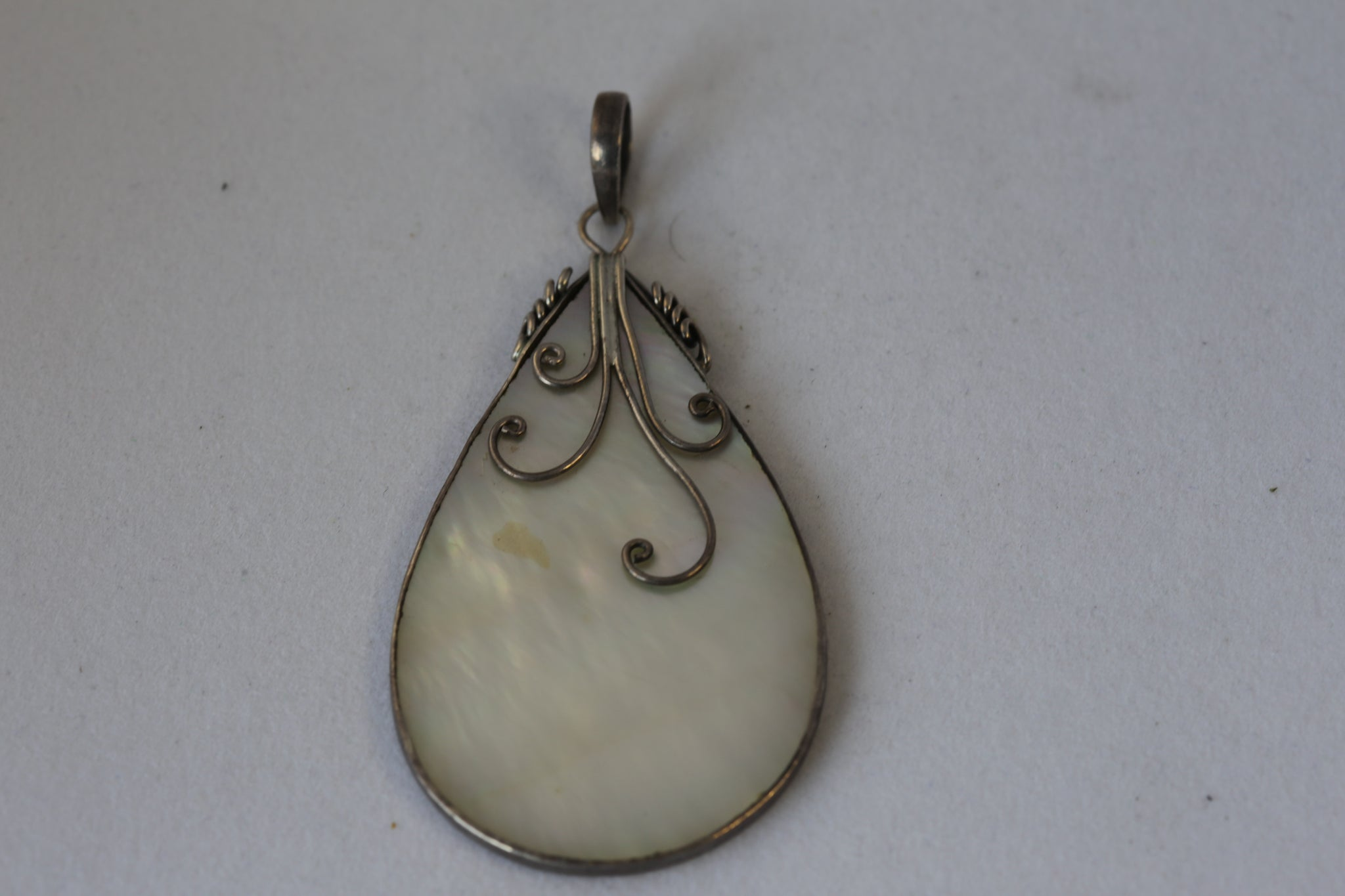 Mother of Pearl Teardrop Pendant with 925SilverDetails