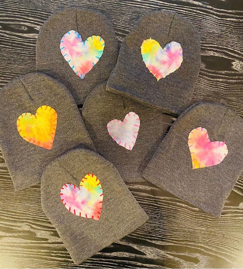 GREY HAT WITH EMBROIDERED HEARTS