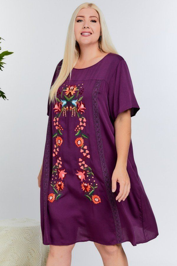 Floral Embroidered Lace Trim Keyhole Back Short Sleeve Shift Dress.