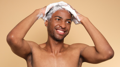 Shampoing solide qui mousse (beaucoup)