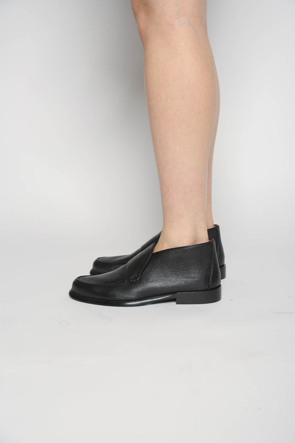 Alumnae Alumnae Clean Loafer Boot Grainy Calf, Black Shoes