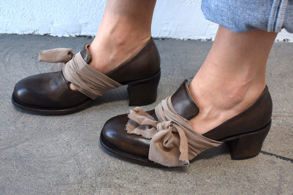 Cherevichkiotvichki Size 41, Mid Heel Pump with Extra Long Tongue, Muttled Brown Heels