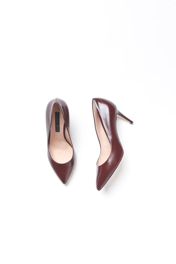 Chrissie Morris INVENTORY INCORRECT. Physical is 1x36 + 1x38.5. Decos Low Pump, Chocolate Heels