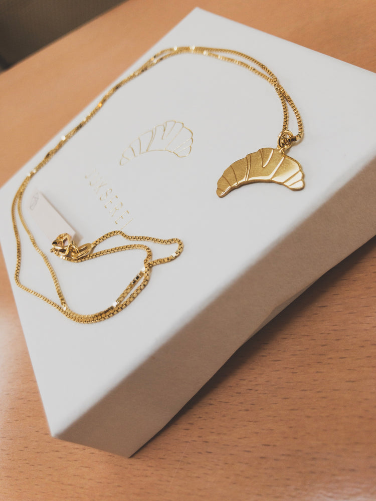 Load image into Gallery viewer, Croissant Necklace