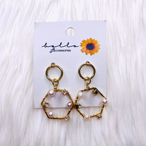 BELLO ACCESSORIES | DANGLING EARRINGS GOLD AND WHITE PEARL HEXAGON